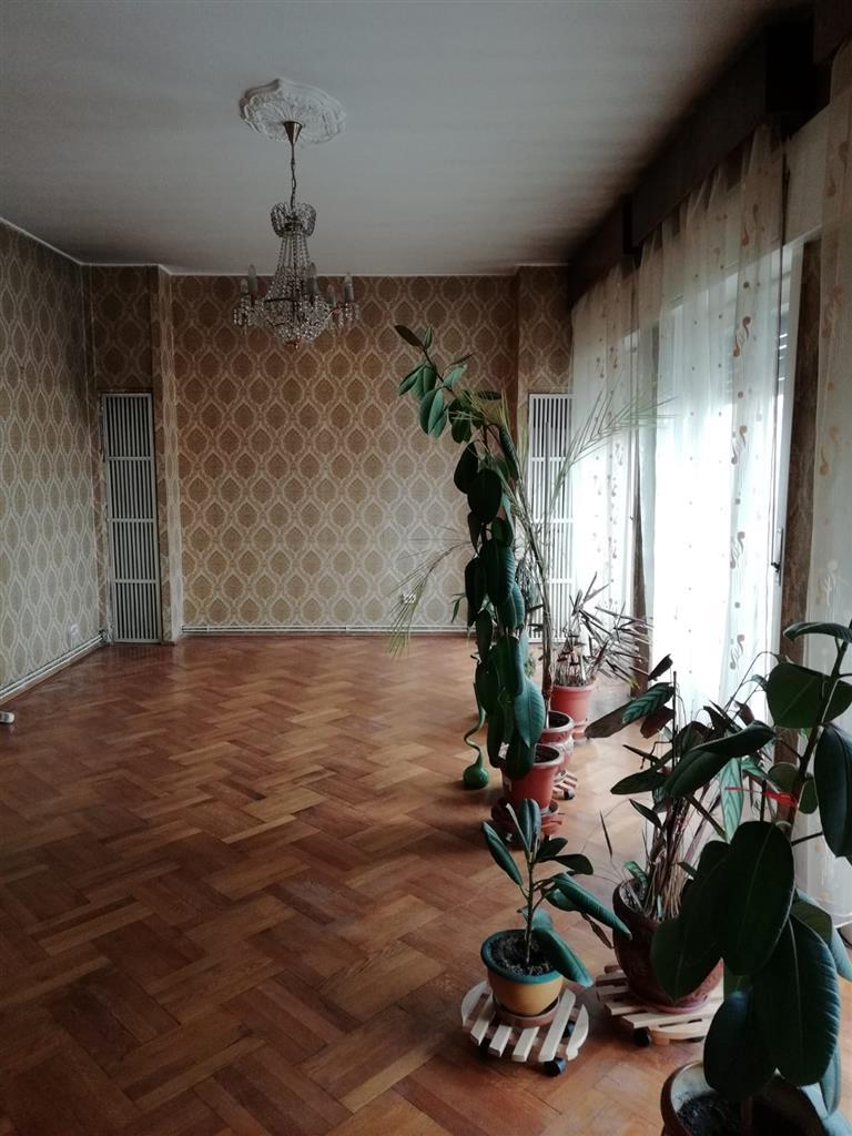 De inchiriat apartament  cu 4 camere, Ultracentral,