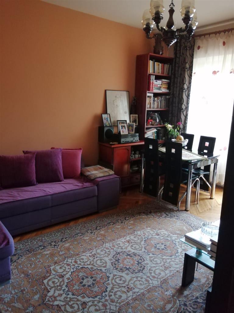 Apartament cu 3 camere de vanzare, Central, ideal investitie
